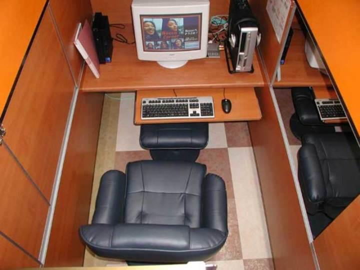 internet_cafe_s.jpg