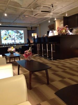 jepang-memiiki-kafe-yang-khusus-untuk-otaku-wanita-saja-tidak-ada-pria_sukajepang.com_-1-299x400