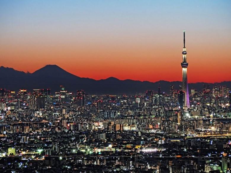 Tokyo Skytree dan Gunung Fuji